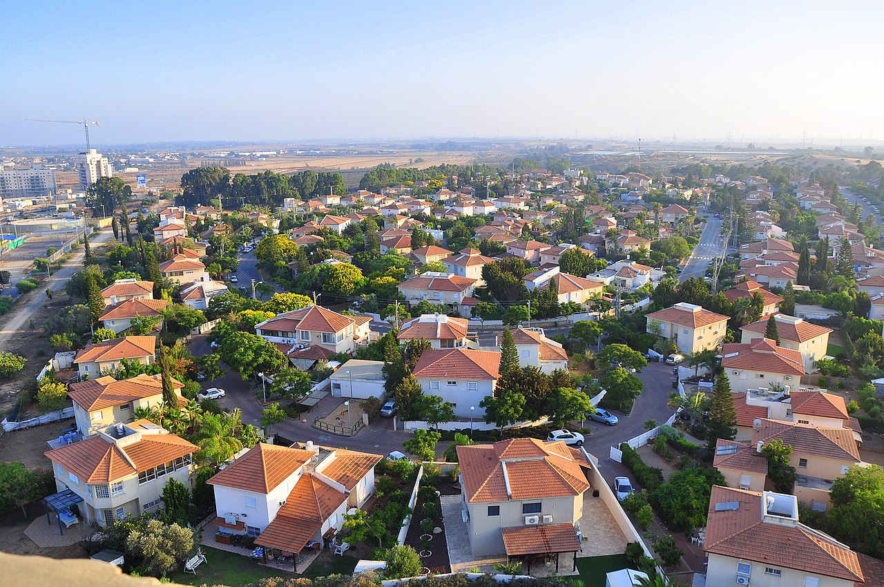 1280px Yavne panoramic view2